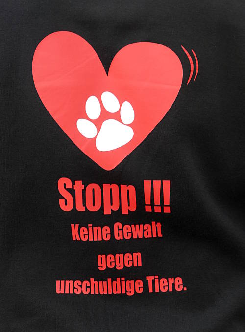 © www.mutbuergerdokus.de: 'Stop killing animals!'