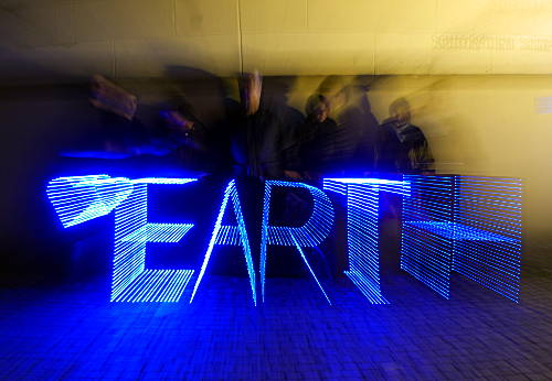 © www.mutbuergerdokus.de: Light Brigade Düsseldorf: 'Love Earth!'
