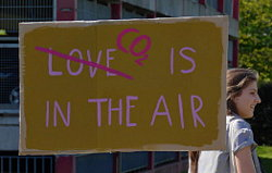 'Fridays for Future Düsseldorf' (Mahnwache): '[Love] CO2 is in the air'